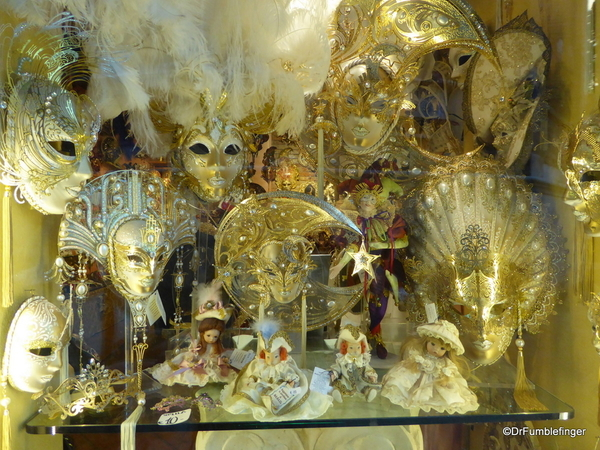 06 Venice Window shopping