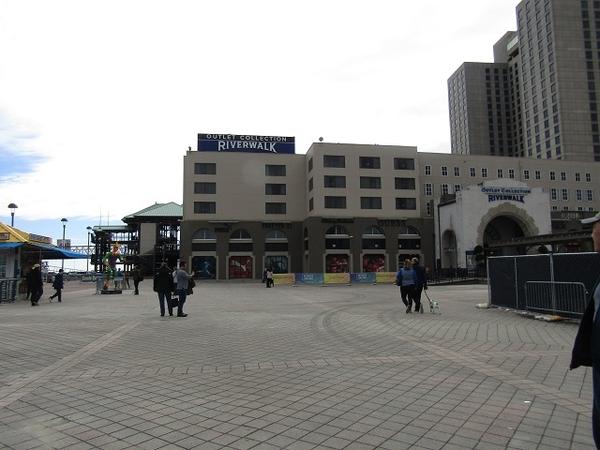 NOLA-Riverwalk-Outlet
