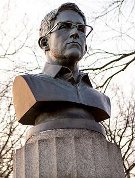 Bust_of_Edward_Snowden_in_Fort_Greene_Park,_Brooklyn