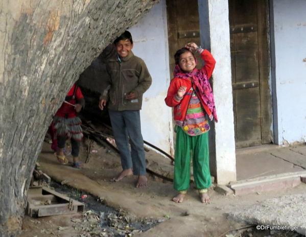 01 Kids in Abaneri