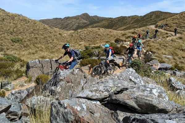 6_mountain bikers_paparoa track