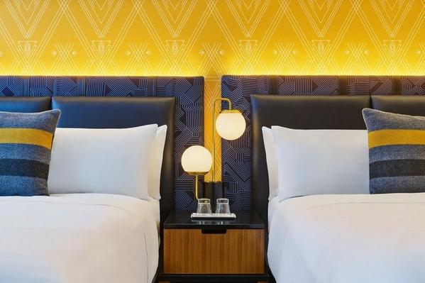 mspwh-queen-guestroom-4292-hor-clsc