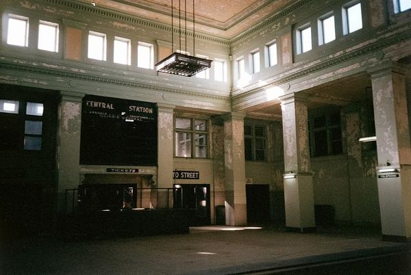1280px-Memphis_Central_Station_interior,_December_1995