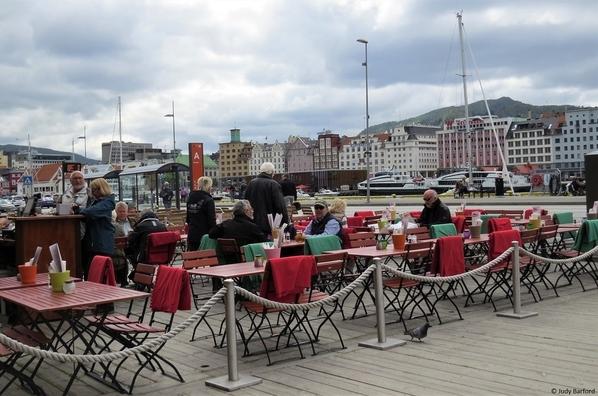 6_Waterfront eating