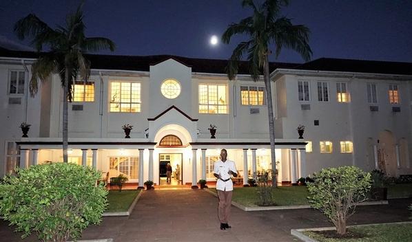 3_Victoria Falls Hotel