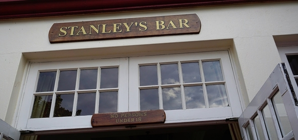 7_Stanley's Bar entrance