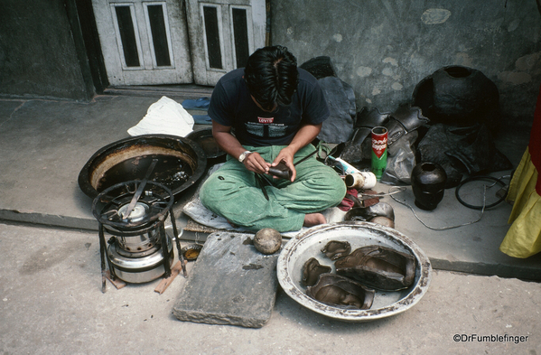 Spare Nepal 04-2002 (9) Kathmandu Lost Wax technique