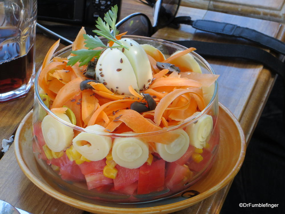 How's that fora good looking salad?  Tomatoes, hearts of palm, carrots, corn, eggs, with oil and vinegar dressing