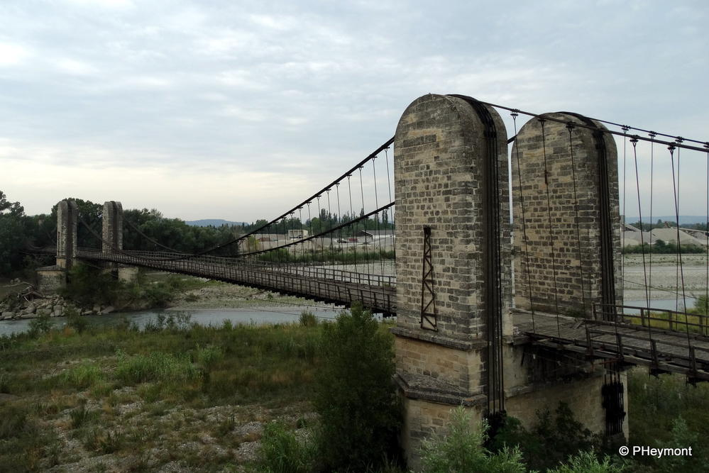 Abandoned 1843 suspension bridge near Merindol, France