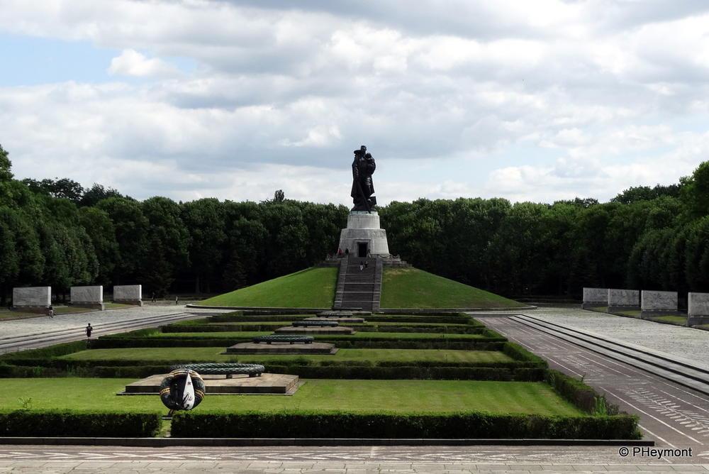 Soviet soldiers' cemetery Berlin