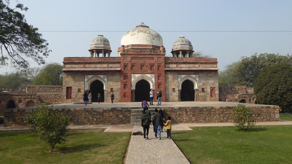 Mosque of Isa Khan, on the grounds of Humayun's Tomb, New Delhi