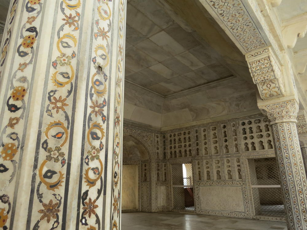 Fine marble with beautiful inlays, Red Fort, Agra