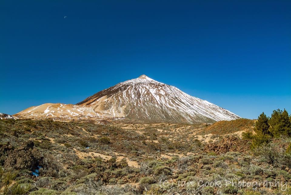 Moonrise over Montana Blanca (L) and Pico Del Teide (R), Las Canadas Del Teide, Tenerife, Canary Islands