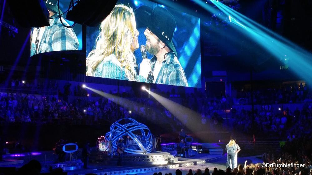 Garth Brooks and Trisha Yearwood duet, Spokane, Washington