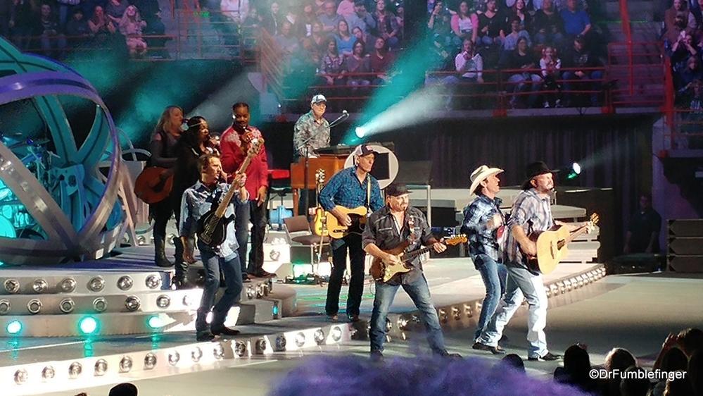 Garth Brooks and band, Spokane, Washington