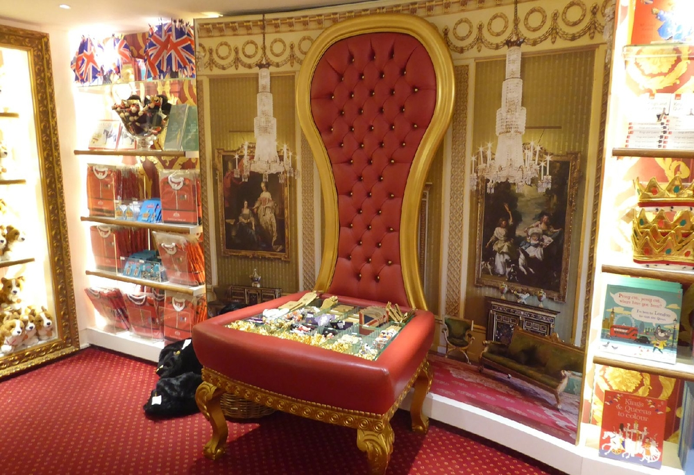 A Throne for Souvenirs