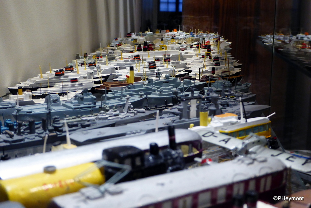Large fleet of tiny ships, Hamburg