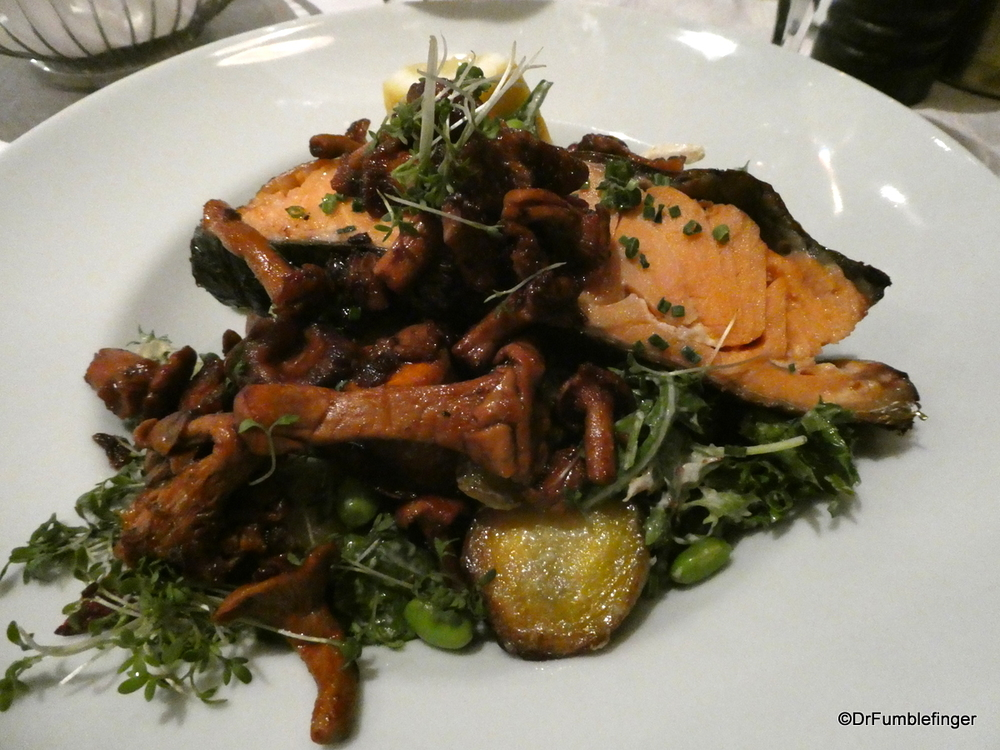 Warmed smoked salmon, potatoes, chanterelles for dinner -- very nice!