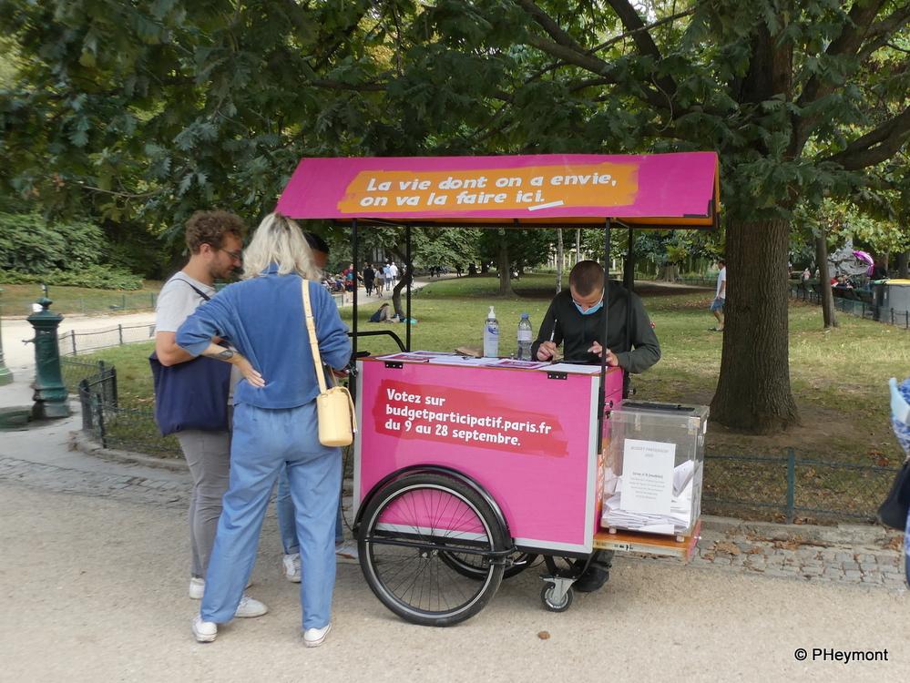 Voting in the Park, Paris